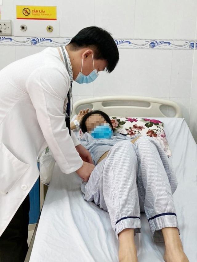 Khối u tử cung khổng lồ chiếm trọn ổ bụng bệnh nhân - 2