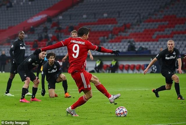 Lewandowski lập công, Bayern Munich đoạt vé đi tiếp ở Champions League - 1