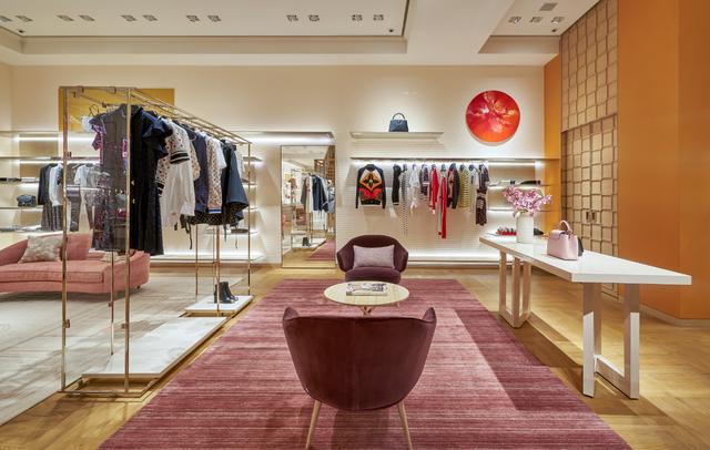 Louis Vuitton thắp sáng Thủ đô Hà Nội với cửa hàng mới:  Hoành tráng hơn, lộng lẫy hơn - 4