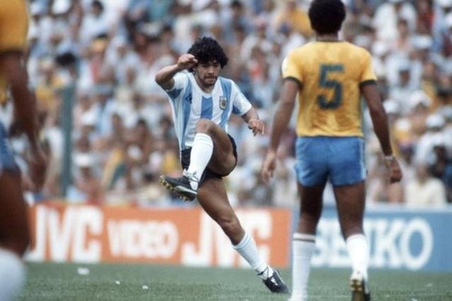 Những khoảnh khắc đáng nhớ trong sự nghiệp của Diego Maradona - 1