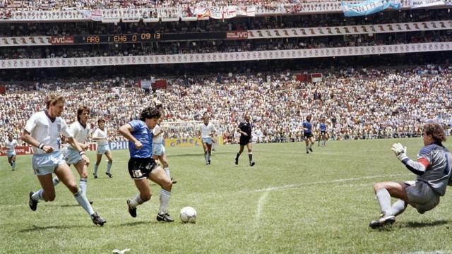 Những khoảnh khắc đáng nhớ trong sự nghiệp của Diego Maradona - 4