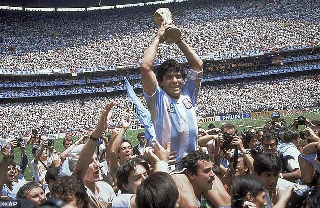 Huyền thoại Peter Shilton: Cuộc đời tôi từ lâu đã gắn liền với Maradona - 4