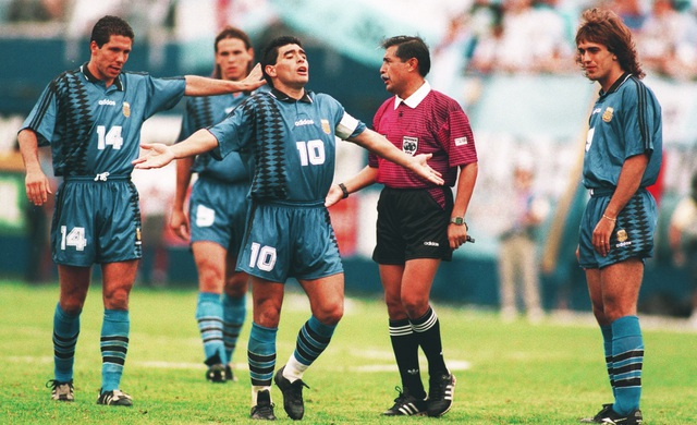 Những khoảnh khắc đáng nhớ trong sự nghiệp của Diego Maradona - 8