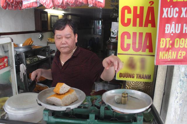 Báu vật giúp hàng giò chả nức tiếng phố cổ Hà Nội đông khách suốt 40 năm - 1