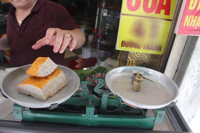 Báu vật giúp hàng giò chả nức tiếng phố cổ Hà Nội đông khách suốt 40 năm - 3