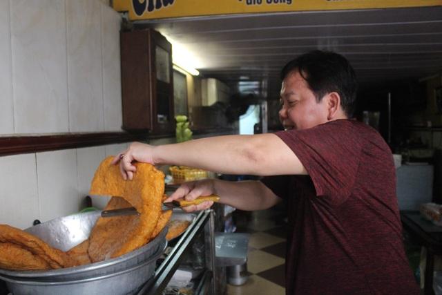 Báu vật giúp hàng giò chả nức tiếng phố cổ Hà Nội đông khách suốt 40 năm - 8