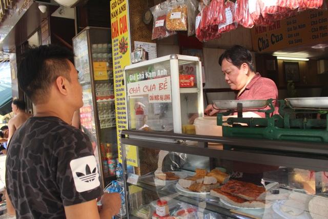 Báu vật giúp hàng giò chả nức tiếng phố cổ Hà Nội đông khách suốt 40 năm - 15
