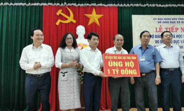 Bộ trưởng GDĐT Phùng Xuân Nhạ hỗ trợ học sinh, trường học tỉnh Bình Định - 2