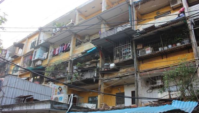 Vì sao người dân sống trong khu tập thể xập xệ không chịu di dời? - 1