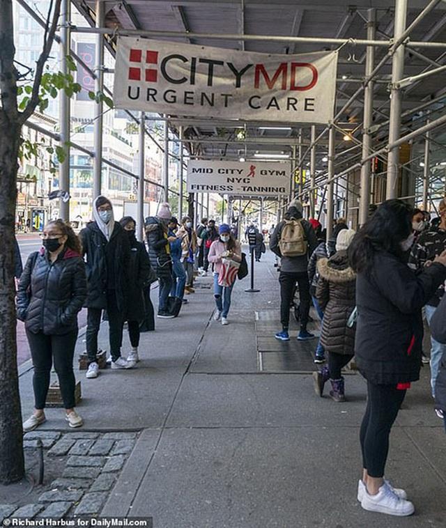Nghề xếp hàng thuê chờ xét nghiệm cho nhà giàu New York đắt khách - 2