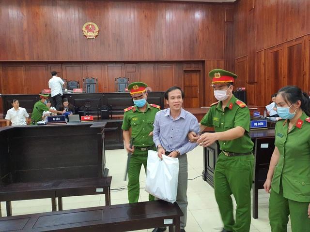 Y án sơ thẩm vụ luật sư chiếm đoạt tiền thân chủ - 2