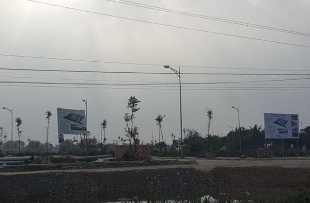 Chính quyền phát loa cảnh báo người dân không mua đất chui - 1
