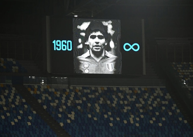 Cả đội Napoli mặc áo số 10 để tưởng nhớ huyền thoại Maradona - 1