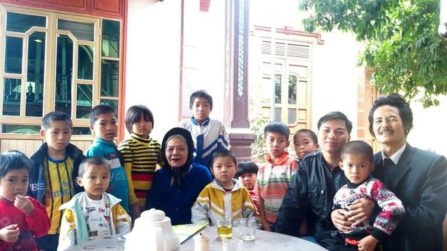 Người đàn ông Nghệ An được hơn 200 đứa trẻ yêu mến gọi bằng... bố - 1