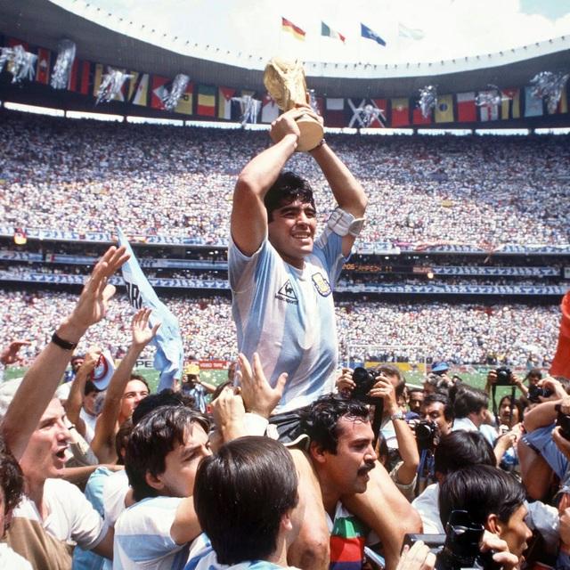 Lời nguyện cầu cuối cùng đẫm nước mắt của Maradona - 2