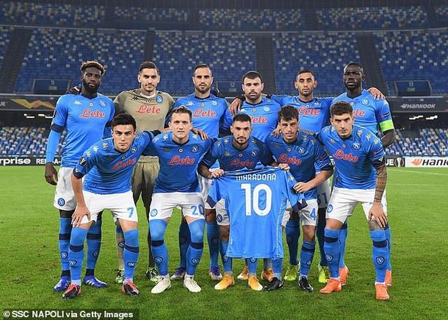 Cả đội Napoli mặc áo số 10 để tưởng nhớ huyền thoại Maradona - 6