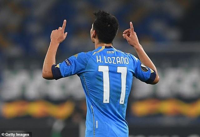 Cả đội Napoli mặc áo số 10 để tưởng nhớ huyền thoại Maradona - 12