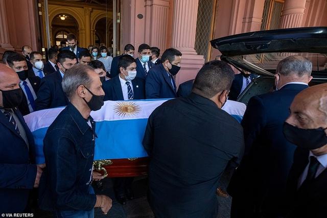Dòng người tiễn biệt huyền thoại Maradona về nơi an nghỉ cuối cùng - 7