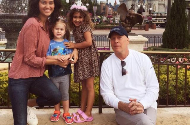 Hình ảnh hạnh phúc của ngôi sao U70 Bruce Willis bên vợ trẻ và hai con nhỏ - 6
