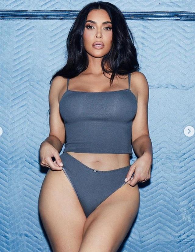 Kourtney Kardashian: Gái ba con vẫn bốc lửa