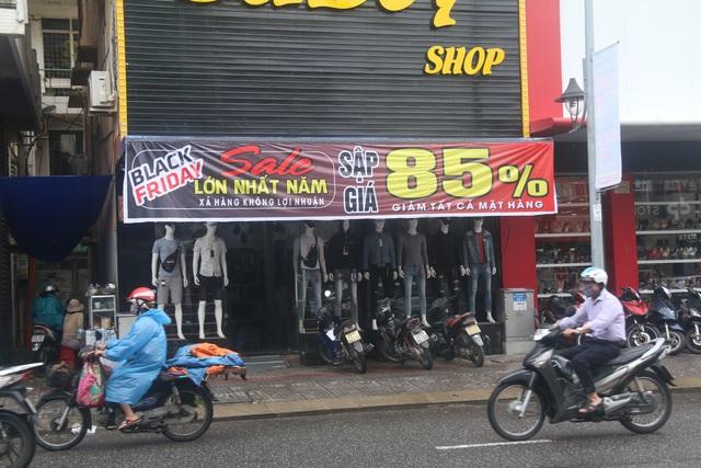 Đà Nẵng: Shop bung giá sập sàn, khách giảm nhiệt thờ ơ với Black Friday - 2