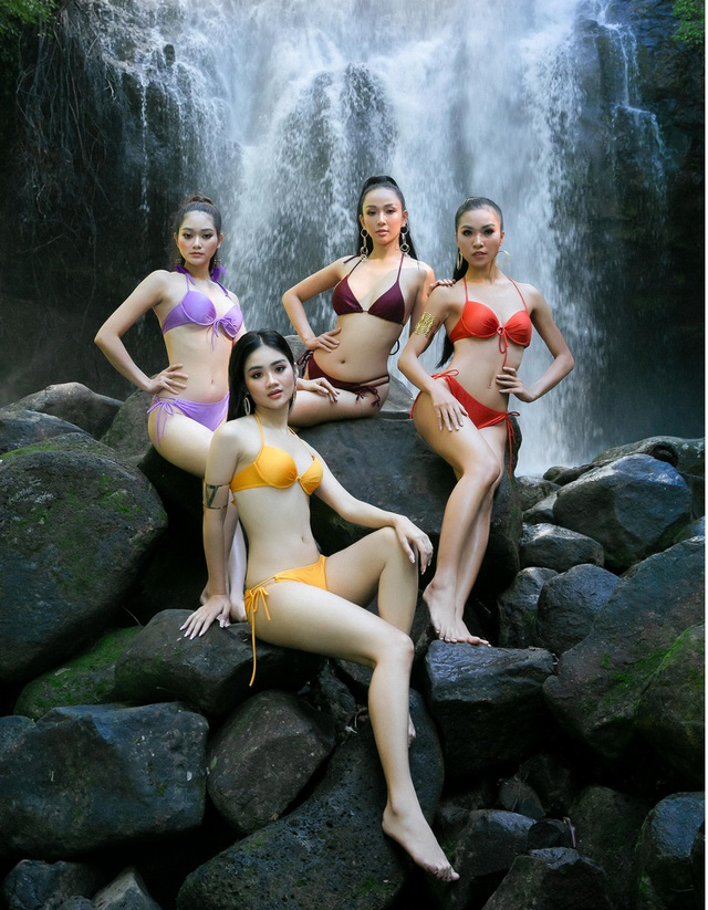 Top 30 Hoa khôi Du lịch chịu lạnh để chụp ảnh bikini dưới thác nước - 1