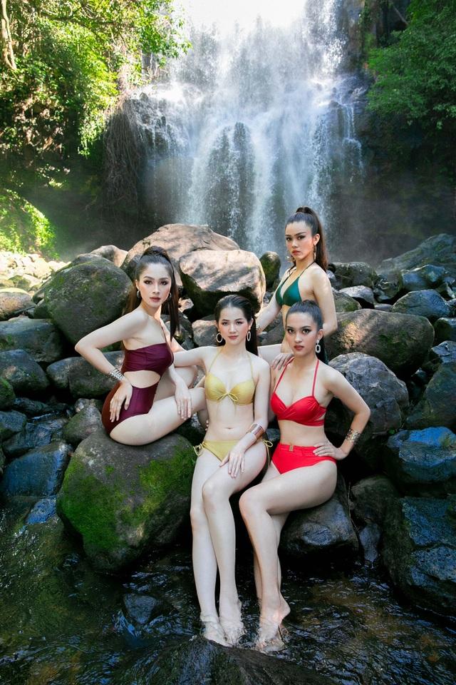 Top 30 Hoa khôi Du lịch chịu lạnh để chụp ảnh bikini dưới thác nước - 3