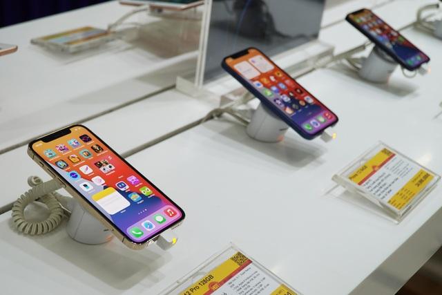 Giá bán iPhone 12 chạm đáy dịp cận Tết - 1