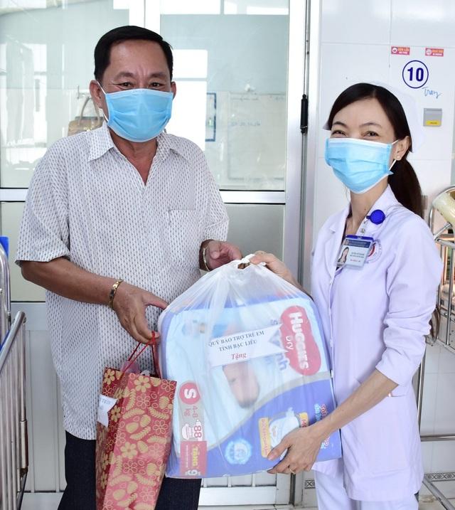 Bạc Liêu: Thăm và tặng quà bé sơ sinh bị bỏ rơi ở bệnh viện - 2