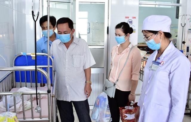 Bạc Liêu: Thăm và tặng quà bé sơ sinh bị bỏ rơi ở bệnh viện - 1