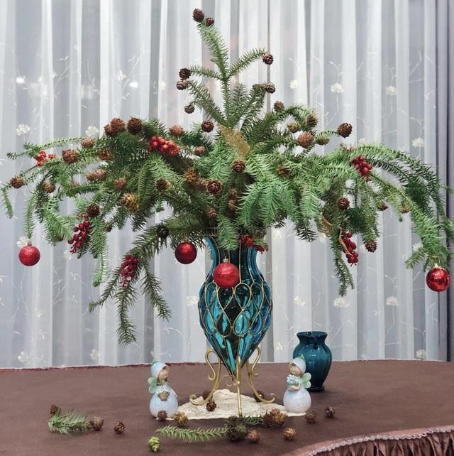 Chưa tới Noel, người dân Hà Nội đã săn lùng thông tươi về cắm - 1
