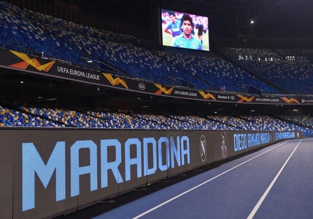 Cả đội Napoli mặc áo số 10 để tưởng nhớ huyền thoại Maradona - 2