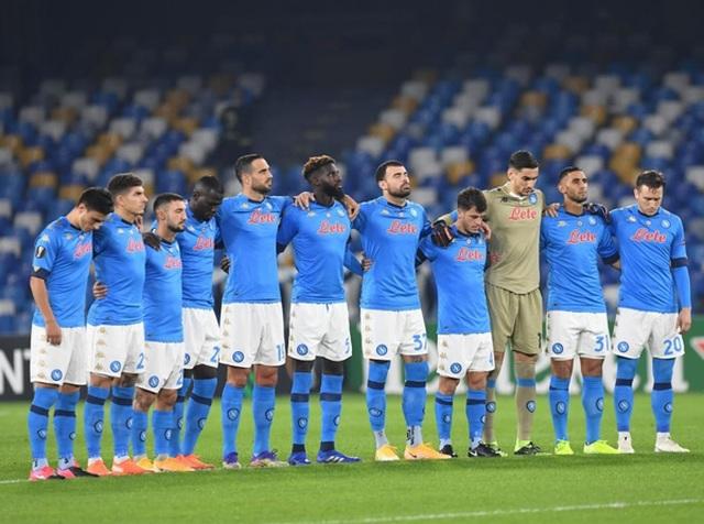 Cả đội Napoli mặc áo số 10 để tưởng nhớ huyền thoại Maradona - 5