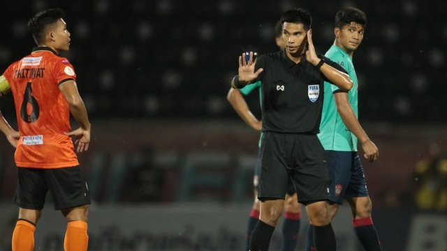 Liên đoàn bóng đá Thái Lan bác đơn kiện trọng tài của Muangthong - 1