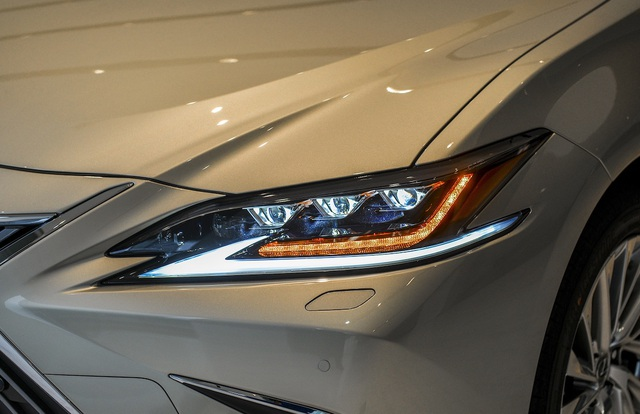 Lexus ES 2021 về Việt Nam bổ sung trang bị an toàn, giá từ 2,54 tỷ đồng - 2