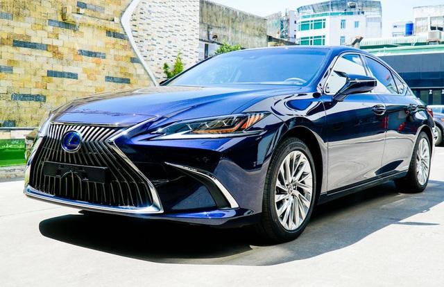 Lexus ES 2021 về Việt Nam bổ sung trang bị an toàn, giá từ 2,54 tỷ đồng - 1