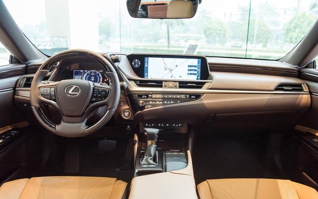 Lexus ES 2021 về Việt Nam bổ sung trang bị an toàn, giá từ 2,54 tỷ đồng - 3
