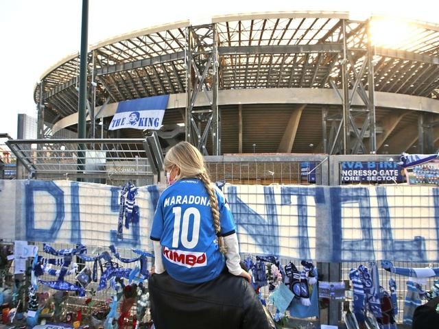 Cả đội Napoli mặc áo số 10 để tưởng nhớ huyền thoại Maradona - 7