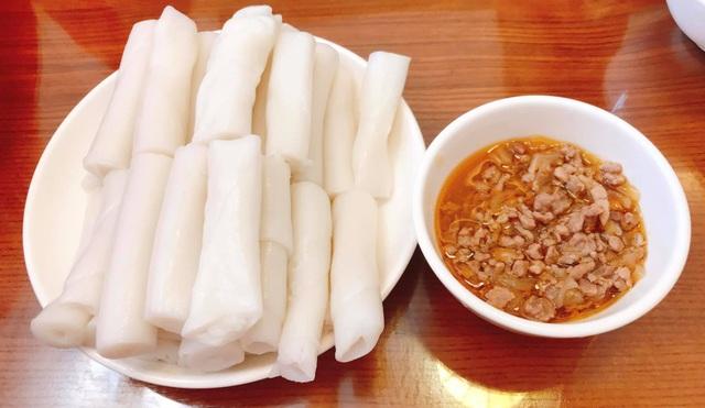 Độc lạ đặc sản bánh gật gù, thực khách ăn theo cân ở Quảng Ninh - 2