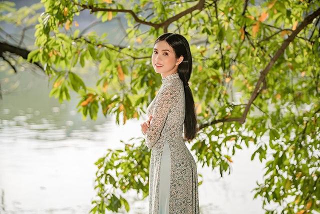 Thiếu nữ miền Tây diện áo dài thướt tha dạo bước giữa lòng Hà Nội - 4