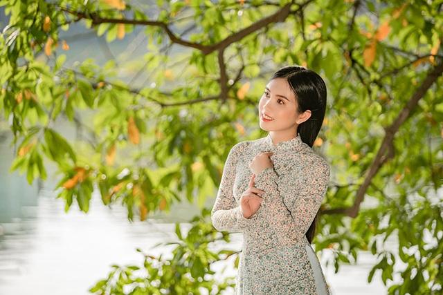 Thiếu nữ miền Tây diện áo dài thướt tha dạo bước giữa lòng Hà Nội - 5