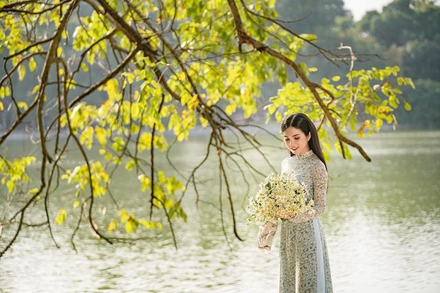 Thiếu nữ miền Tây diện áo dài thướt tha dạo bước giữa lòng Hà Nội - 6