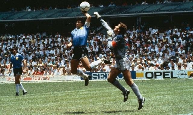 Giai thoại về Bàn tay của Chúa và chất ngạo nghễ của Maradona - 1