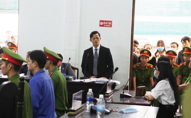 Tranh luận nảy lửa tại phiên tòa xử bác sĩ bị cáo buộc hiếp dâm - 4
