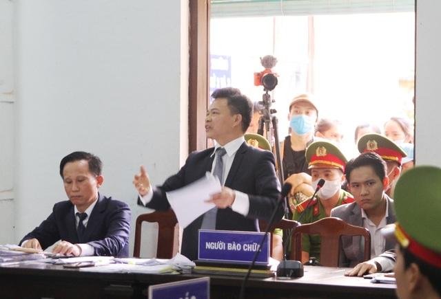 Tranh luận nảy lửa tại phiên tòa xử bác sĩ bị cáo buộc hiếp dâm - 3