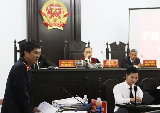Tranh luận nảy lửa tại phiên tòa xử bác sĩ bị cáo buộc hiếp dâm - 7