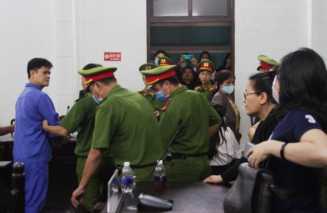 Tranh luận nảy lửa tại phiên tòa xử bác sĩ bị cáo buộc hiếp dâm - 9