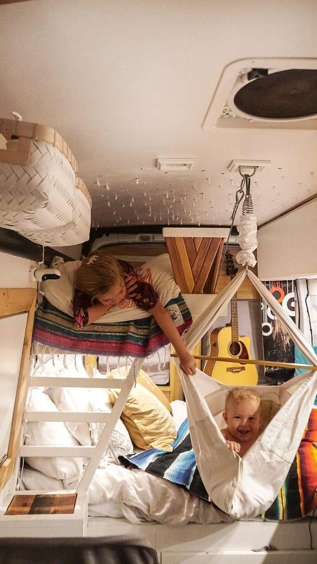 Cảnh sống khó tin của gia đình 4 người trong ngôi nhà chỉ gần 8m2 - 4
