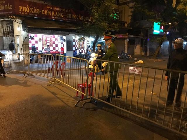 Hà Nội: Phát hiện quả bom nặng 340 kg tại công trình ở phố Cửa Bắc - 4