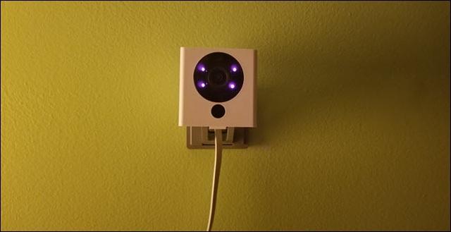 Những cách phát hiện camera quay lén giấu trong nhà nghỉ, khách sạn - 1